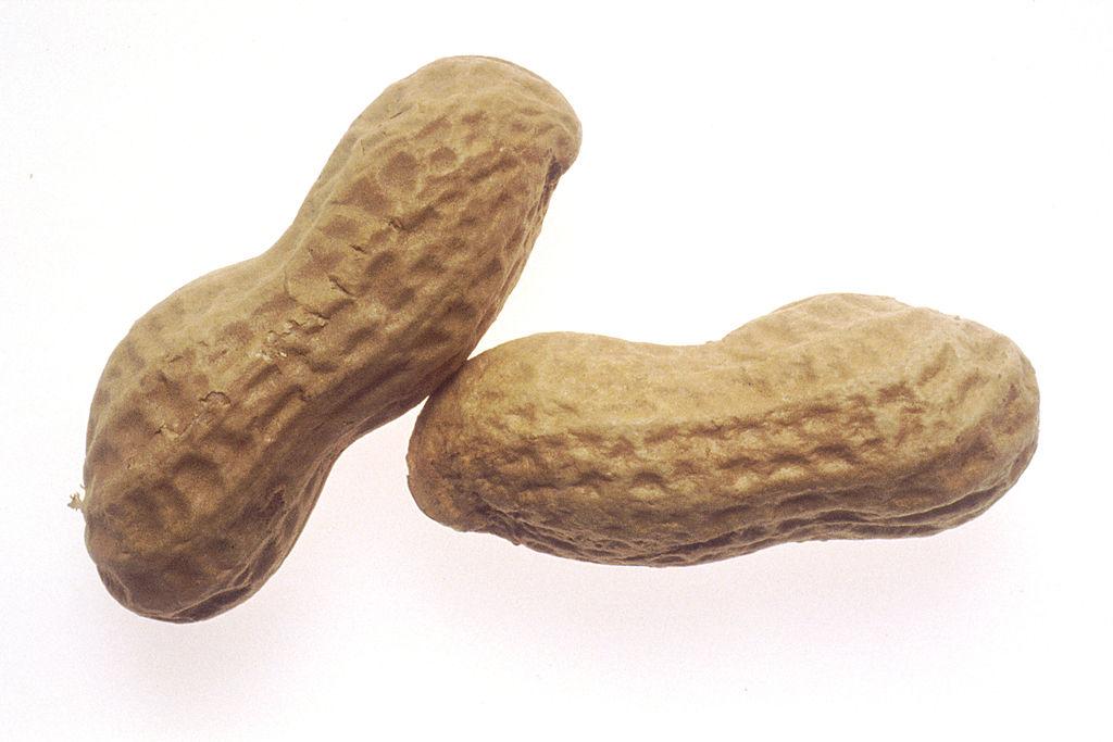 1024px-Peanuts_(1)