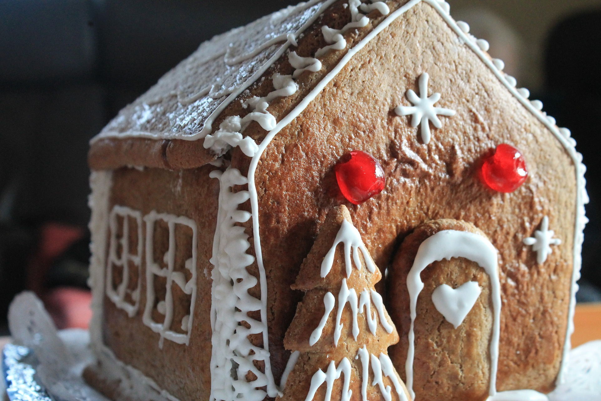 gingerbread-house-2538660_1920
