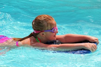 swimming-170608_1920