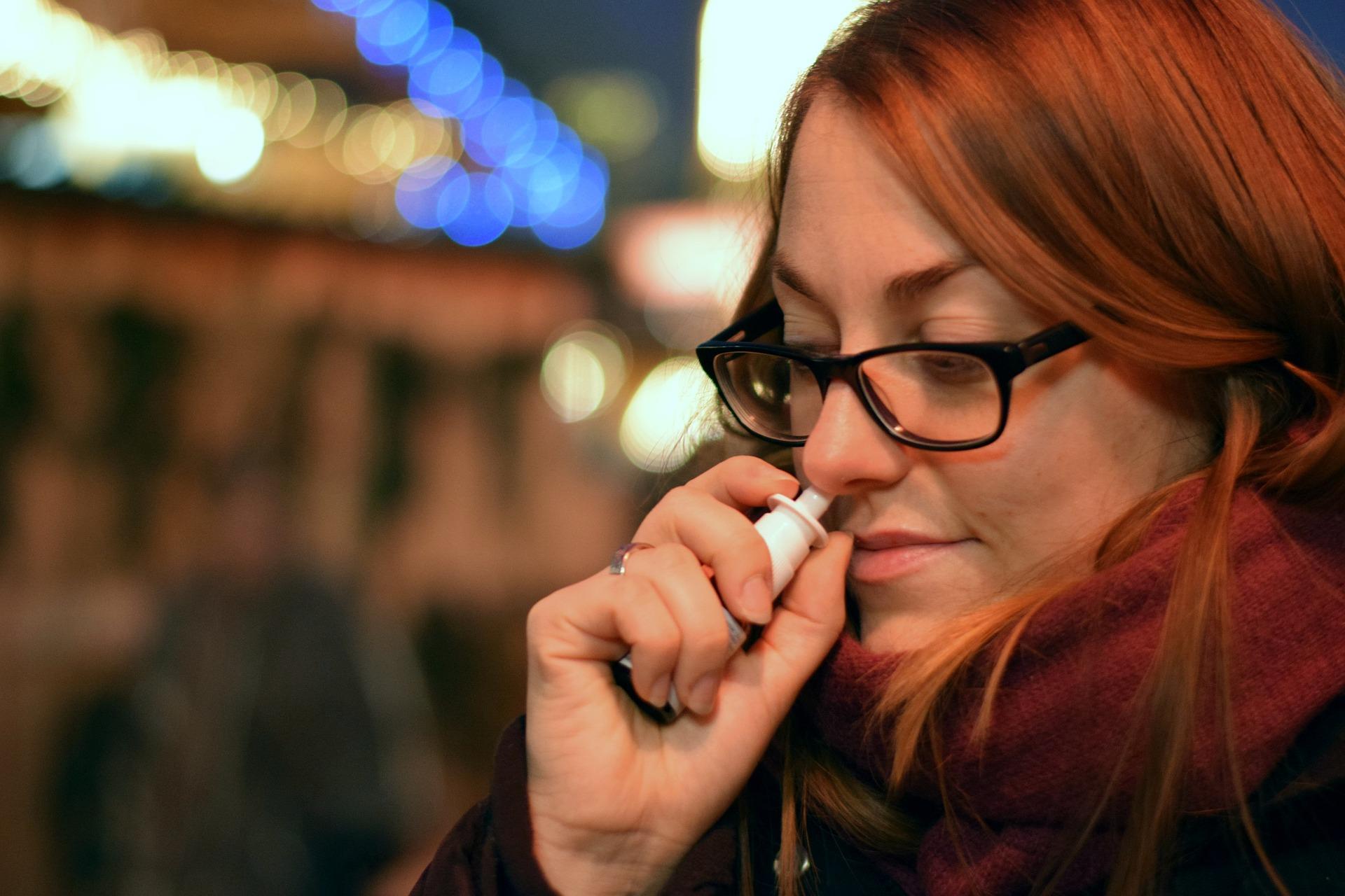 nasal spray human-3269822_1920